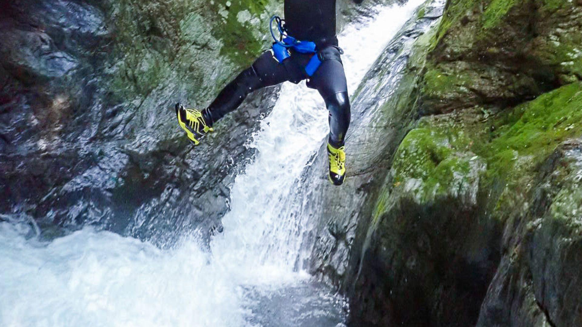 Canyoner jumping